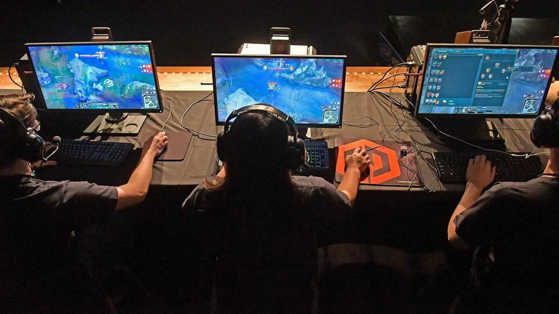 No Fortnite in KY. high school e-sports competition, KHSAA says.